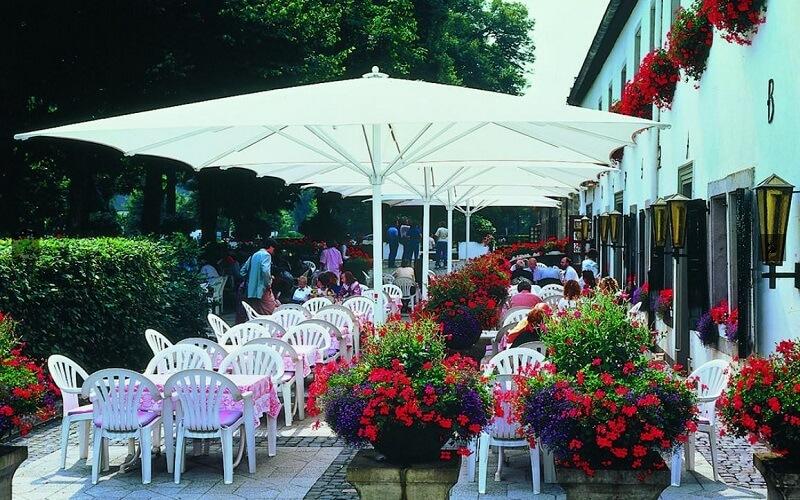 Lugano_parasol_wit